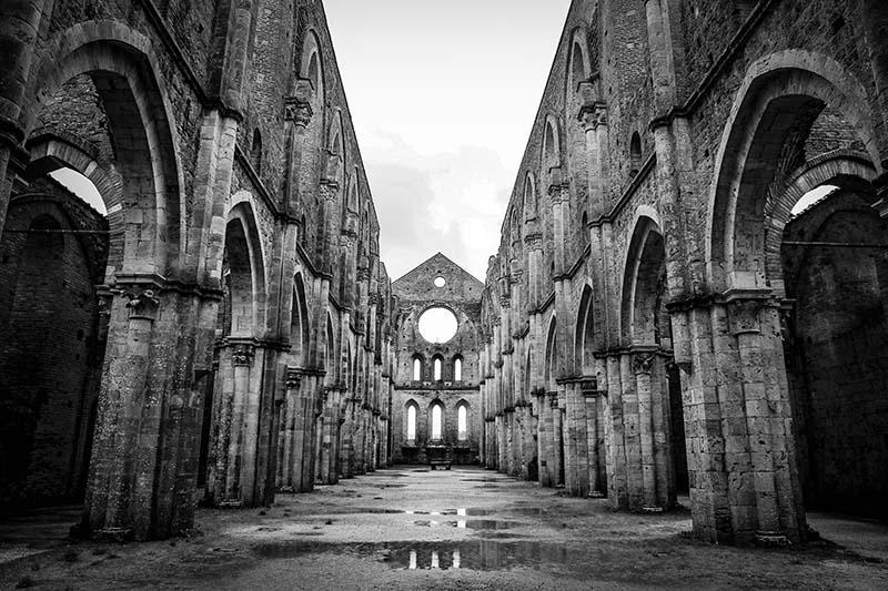 gothic fiction - gothic courtyard
